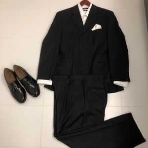 Bellissimo 44 R Navy Pin Striped Suit